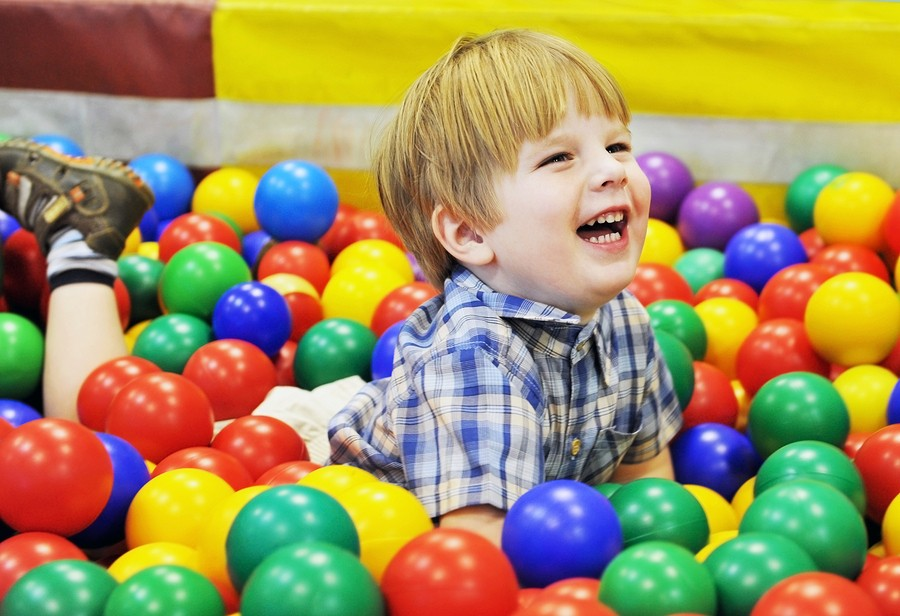 kid-playing-in-ball-pit
